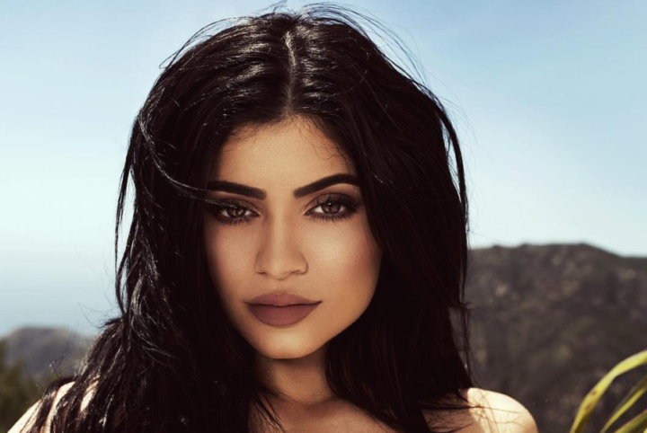 Kylie Jenner Applies Makeup With Fingers Instead Of Brushes